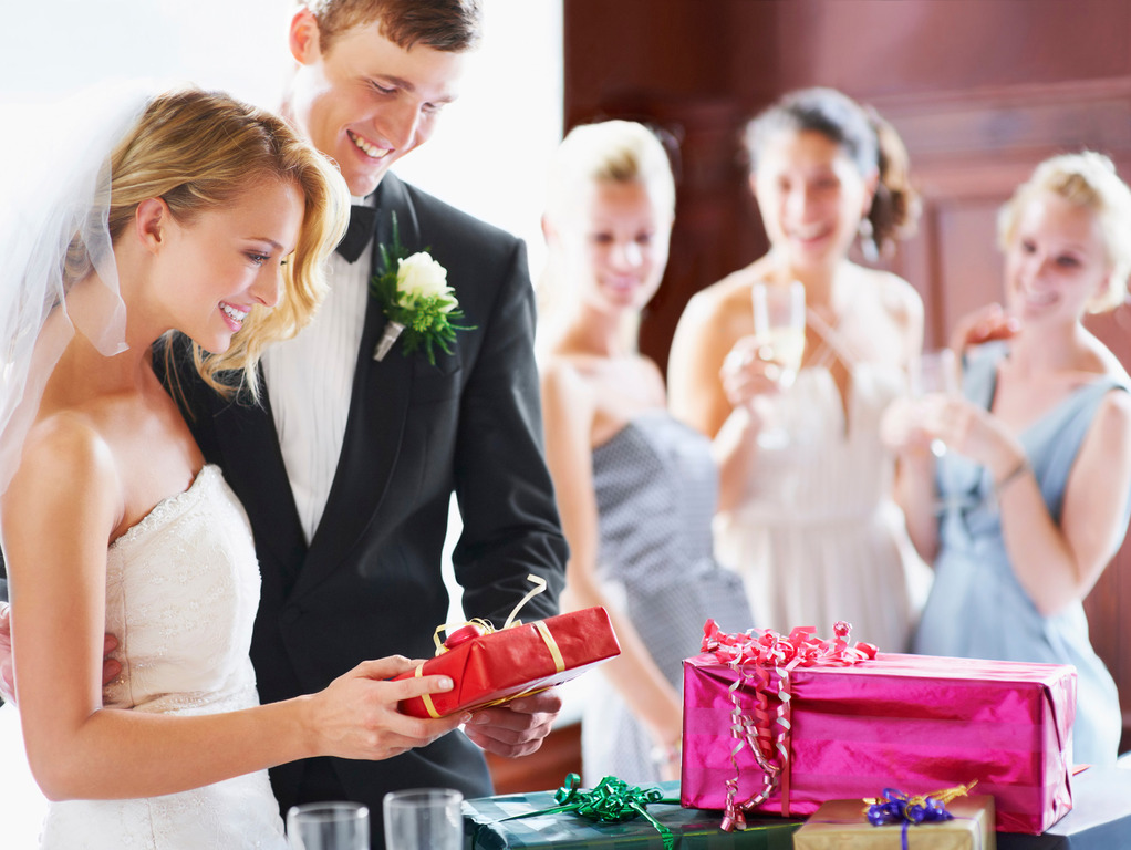 Дарит ли жених невесте подарки на свадьбе 136